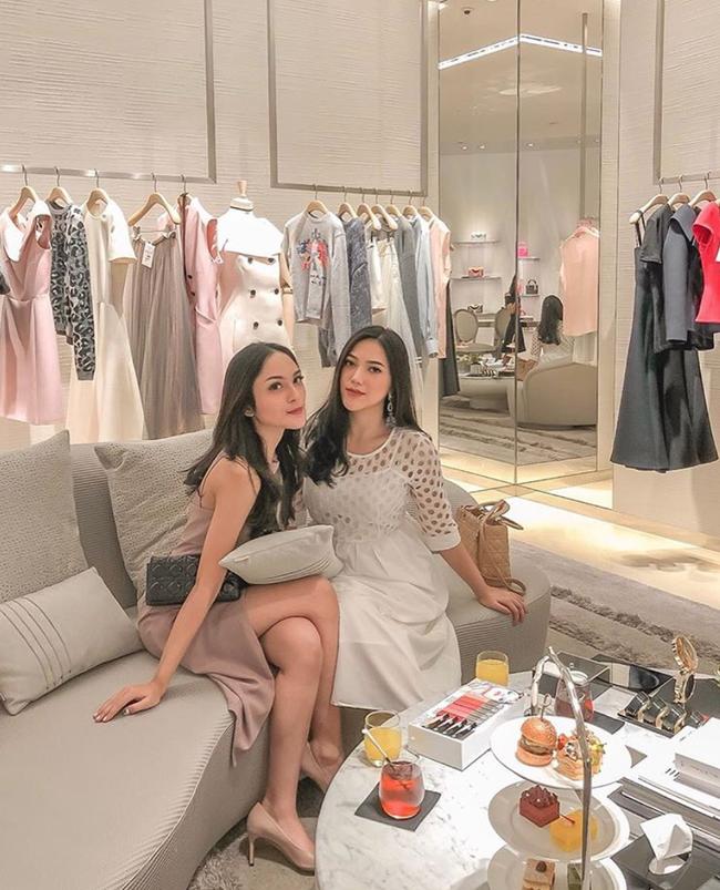 Cuộc sống sang chảnh của cặp bạn thân blogger xinh đẹp, nổi tiếng hàng đầu Indonesia - Ảnh 12.