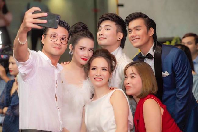 Đan Lê ngọt ngào an ủi khi thấy chồng trắng tay tại VTV Awards - Ảnh 3.