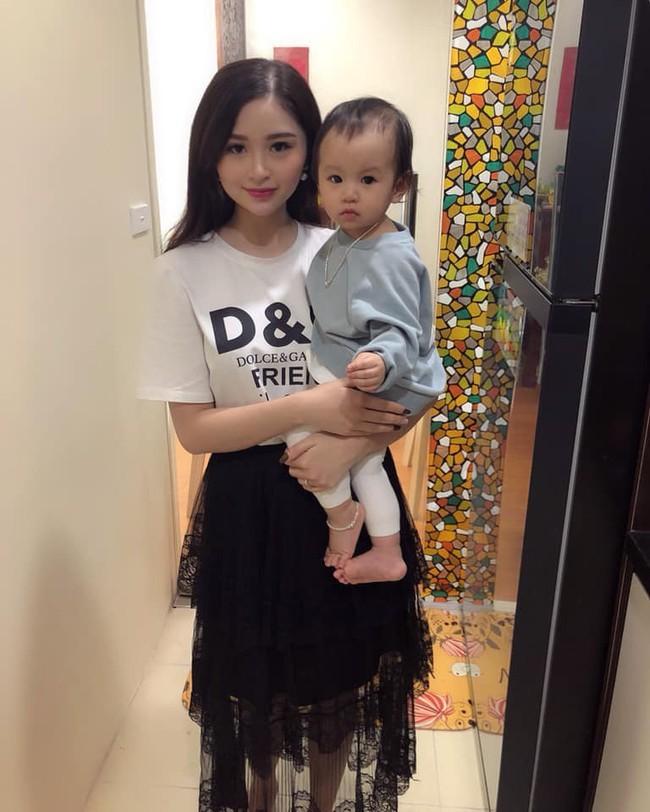 2 con gái diễn viên Thanh Tú cháo  lòng: Chị là tiếp viên hàng không sắc sảo, em tươi trẻ dịu dàng  - Ảnh 9.