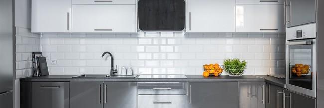Những mẹo nhỏ dễ ợt đến kinh ngạc giúp bạn loại bỏ nhanh chóng bụi bẩn, dầu mỡ bám trong căn bếp sau Tết - Ảnh 3.
