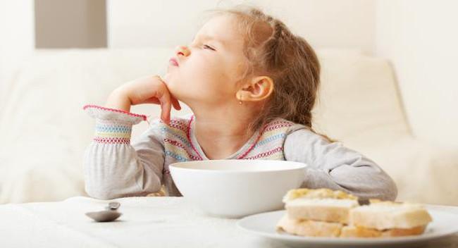Nếu thấy con có những thói quen này cha mẹ hãy chỉnh đốn ngay vì đó chính là nguyên nhân khiến trẻ chậm phát triển - Ảnh 1.
