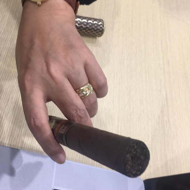 Dấy nghi vấn Ngọc Hoàng Quốc Khánh sắp lấy vợ lần đầu ở tuổi 57 - Ảnh 1.