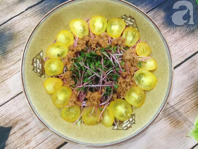 Thực đơn ăn kiêng chẳng sợ kém phong phú với 2 món salad ngon miễn bàn này - Ảnh 2.