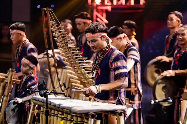 Xuân Bắc bị chế giễu trên sóng truyền hình vì nhầm thể loại nhạc tại Ban nhạc Việt - Ảnh 2.