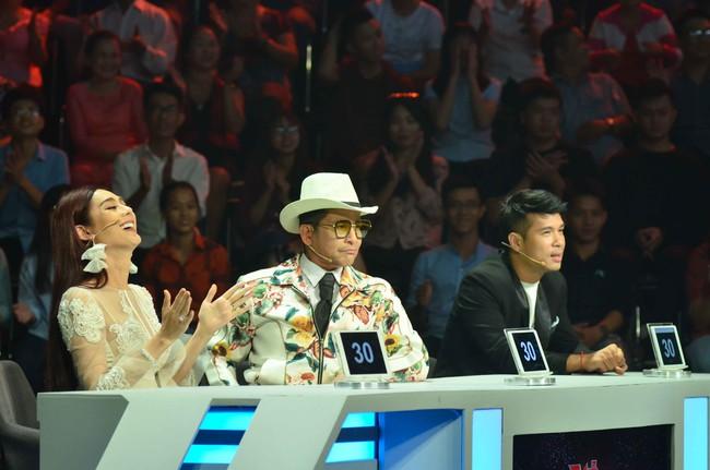 Vắng chồng trẻ điển trai, Lâm Khánh Chi hóa Tiểu Long Nữ tình tứ bên Trương Thế Vinh  - Ảnh 5.