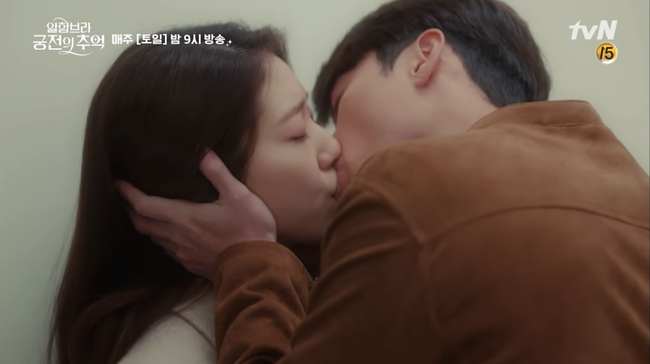 Hết hôn dưới mưa, Hyun Bin lại rủ Park Shin Hye hôn nhau trong... phòng thay đồ - Ảnh 10.