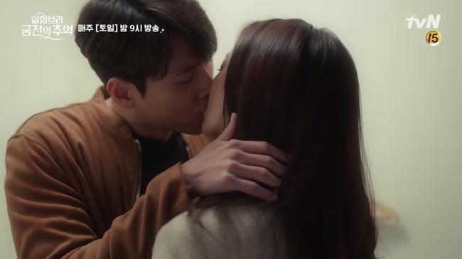 Hết hôn dưới mưa, Hyun Bin lại rủ Park Shin Hye hôn nhau trong... phòng thay đồ - Ảnh 9.