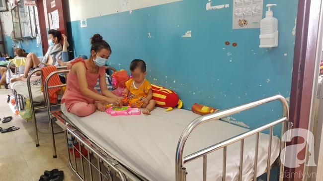 Hàng loạt thai phụ, trẻ nhỏ bị sởi rồng rắn nhập viện tại TP.HCM: Tăng gấp 50 lần, nhiều trường hợp không chích ngừa - Ảnh 10.