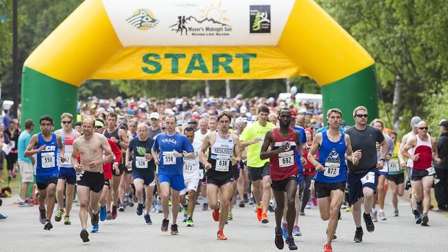 Chàng trai 23 tuổi đột tử khi chạy marathon, chuyên gia cảnh báo bệnh tim mạch ngày càng trẻ hóa - Ảnh 2.