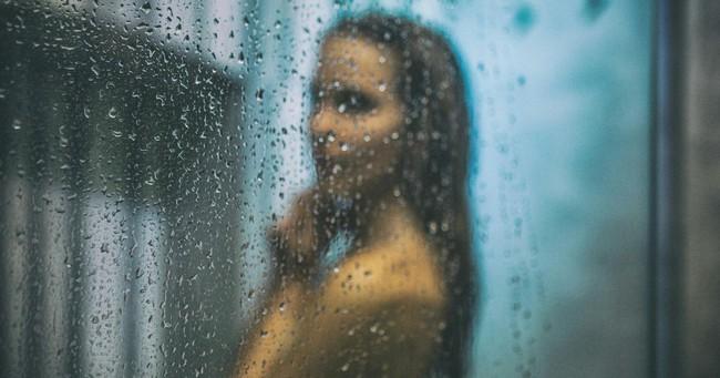 Vô tình phát hiện camera trong phòng tắm, cô giúp việc bàng hoàng khi biết đó là âm mưu của vợ chồng chủ nhà - Ảnh 3.