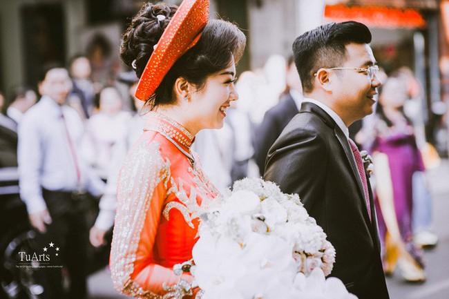 Cô dâu đeo vàng trĩu cổ có chị gái xinh đẹp không kém, cũng từng gây kinh ngạc với đám cưới rước dâu bằng máy bay và siêu xe - Ảnh 3.