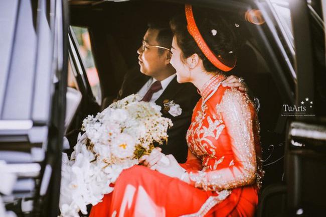 Cô dâu đeo vàng trĩu cổ có chị gái xinh đẹp không kém, cũng từng gây kinh ngạc với đám cưới rước dâu bằng máy bay và siêu xe - Ảnh 5.