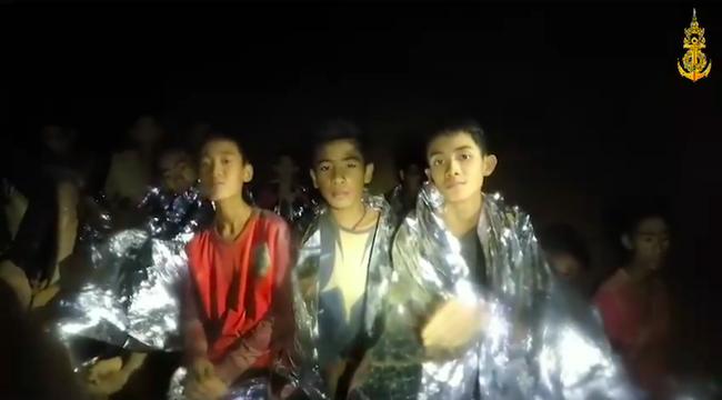 Hé lộ bí mật cuộc giải cứu đội bóng Thái: Cả đội bị còng tay sau lưng, tiêm ketamine vào chân để tránh hoảng loạn - Ảnh 2.