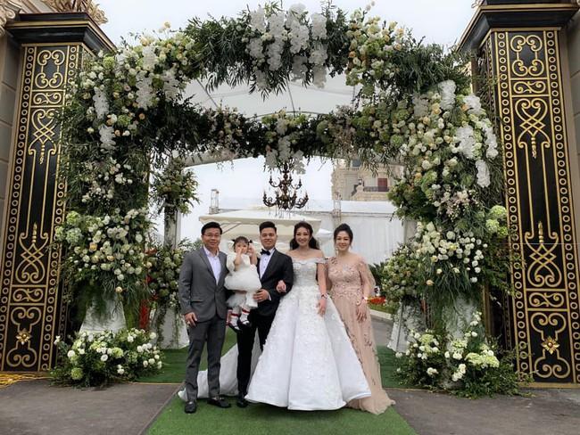 Cô dâu đeo vàng trĩu cổ có chị gái xinh đẹp không kém, cũng từng gây kinh ngạc với đám cưới rước dâu bằng máy bay và siêu xe - Ảnh 8.