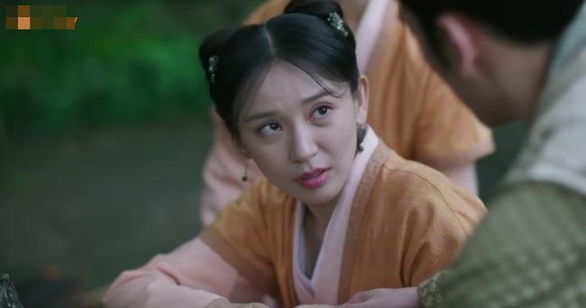 Muốn lấy chồng giàu, chị gái Triệu Lệ Dĩnh giả làm người hầu, trốn nhà đi gặp trai trẻ  - Ảnh 6.
