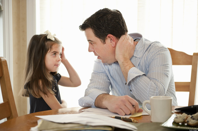 Con cái ngang ngạnh, bướng bỉnh không chịu nghe lời, cha mẹ đừng chần chừ mà hãy áp dụng ngay những phương pháp hiệu quả sau - Ảnh 1.