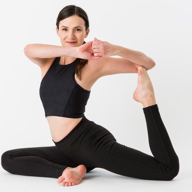 Chị em muốn có cơ thể vừa linh hoạt lại trông trẻ đẹp hơn tuổi thật thì tập ngay 8 động tác này - Ảnh 1.