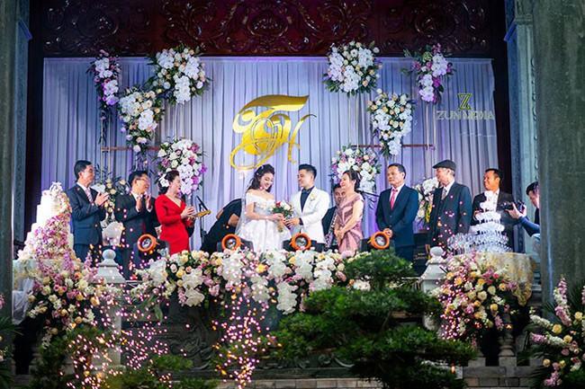 Lộ diện nhan sắc mẫu thân đáng ngưỡng mộ của cô dâu trong đám cưới 200 cây vàng ở Nam Định - Ảnh 1.
