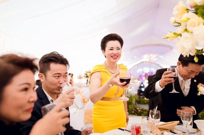 Lộ diện nhan sắc mẫu thân đáng ngưỡng mộ của cô dâu trong đám cưới 200 cây vàng ở Nam Định - Ảnh 7.