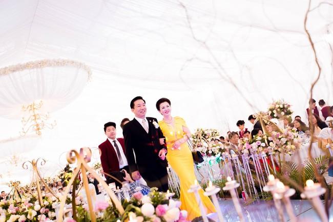 Lộ diện nhan sắc mẫu thân đáng ngưỡng mộ của cô dâu trong đám cưới 200 cây vàng ở Nam Định - Ảnh 8.