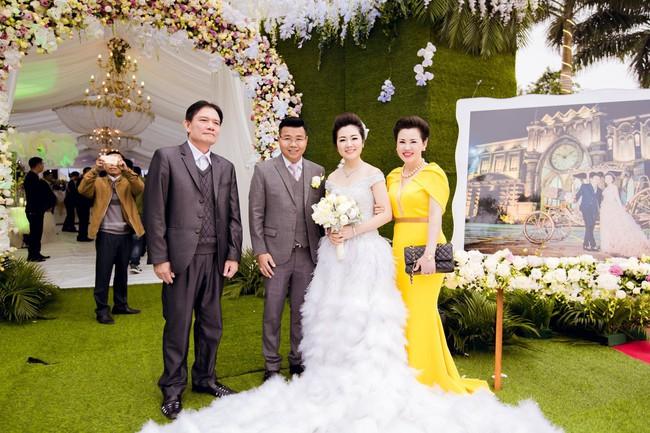 Lộ diện nhan sắc mẫu thân đáng ngưỡng mộ của cô dâu trong đám cưới 200 cây vàng ở Nam Định - Ảnh 9.