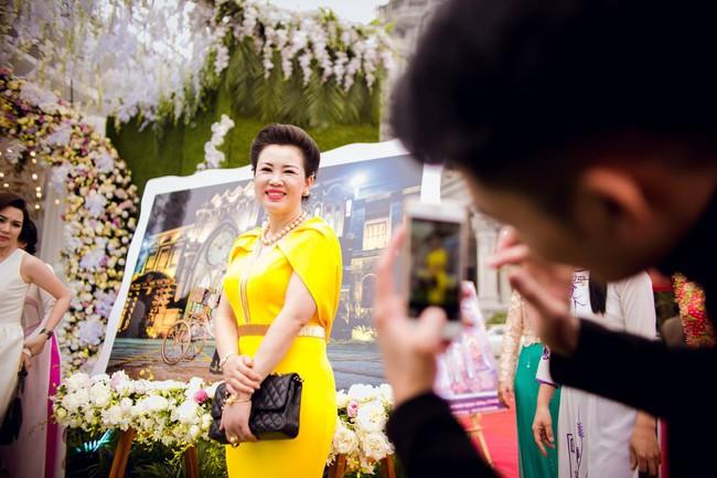 Lộ diện nhan sắc mẫu thân đáng ngưỡng mộ của cô dâu trong đám cưới 200 cây vàng ở Nam Định - Ảnh 10.