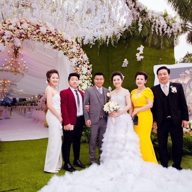 Lộ diện nhan sắc mẫu thân đáng ngưỡng mộ của cô dâu trong đám cưới 200 cây vàng ở Nam Định - Ảnh 11.