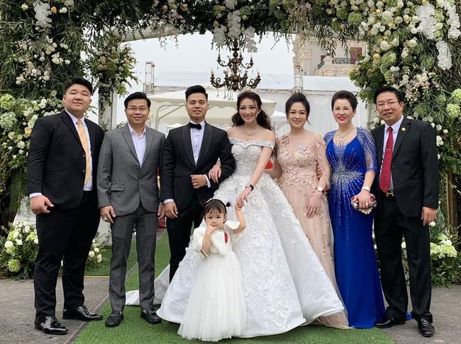 Lộ diện nhan sắc mẫu thân đáng ngưỡng mộ của cô dâu trong đám cưới 200 cây vàng ở Nam Định - Ảnh 12.