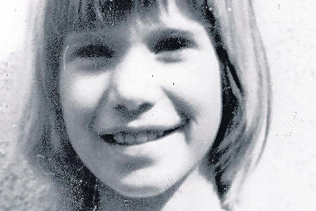 Cô bé 10 tuổi bị chôn sống trong thùng gỗ, gần 3 thập kỉ sau kẻ thủ ác lộ nguyên hình là kẻ không aingờ - Ảnh 1.