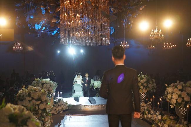 Lần đầu tiên hình ảnh đám cưới nữ nhà văn ngàn share được hé lộ lung linh như thế này đây - Ảnh 4.