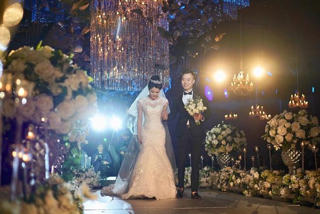 Lần đầu tiên hình ảnh đám cưới nữ nhà văn ngàn share được hé lộ lung linh như thế này đây - Ảnh 6.