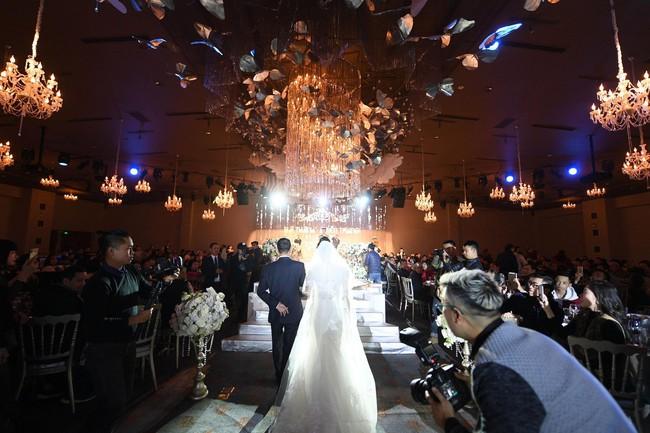 Lần đầu tiên hình ảnh đám cưới nữ nhà văn ngàn share được hé lộ lung linh như thế này đây - Ảnh 3.