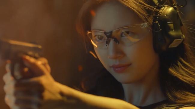 Suzy bắn súng cực ngầu, thực hiện những cảnh quay đầy mạo hiểm trong phim mới - Ảnh 10.