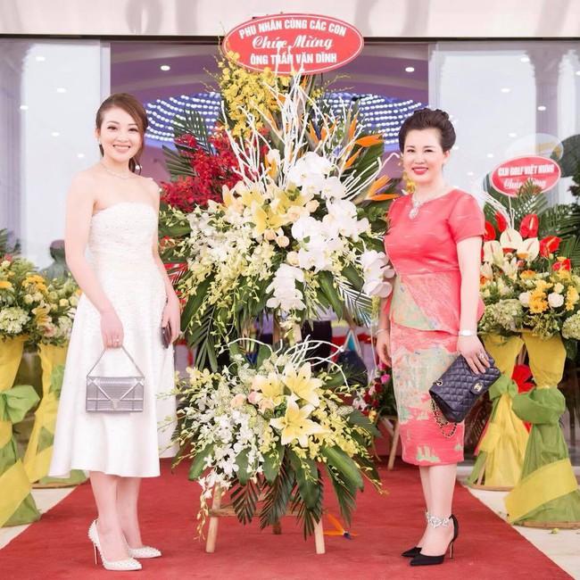 Lộ diện nhan sắc mẫu thân đáng ngưỡng mộ của cô dâu trong đám cưới 200 cây vàng ở Nam Định - Ảnh 15.