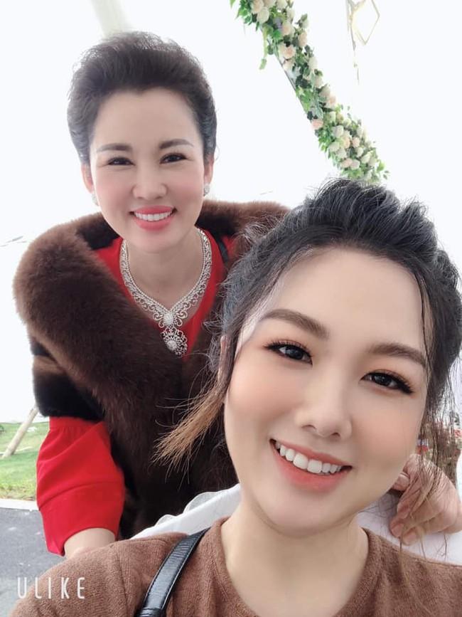 Lộ diện nhan sắc mẫu thân đáng ngưỡng mộ của cô dâu trong đám cưới 200 cây vàng ở Nam Định - Ảnh 4.