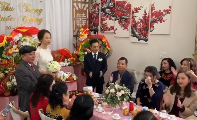 Cận cảnh hình ảnh người đàn bà thép Như Loan - mẹ ruột Cường Đô La - khóc trong lễ hỏi cưới Đàm Thu Trang - Ảnh 2.