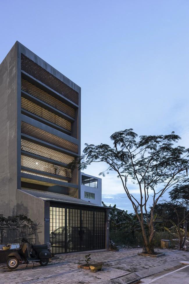Ngôi nhà 43m² có thiết kế đặc biệt để tránh côn trùng và ô nhiễm ở Sài Gòn - Ảnh 2.