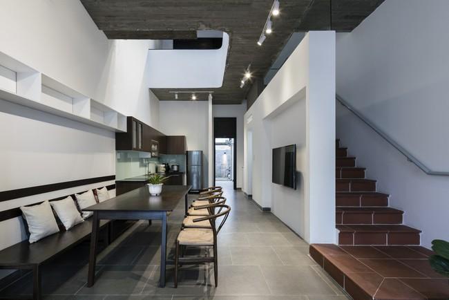 Ngôi nhà 43m² có thiết kế đặc biệt để tránh côn trùng và ô nhiễm ở Sài Gòn - Ảnh 13.