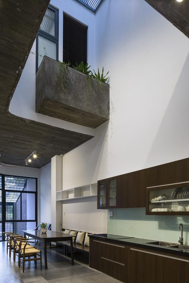 Ngôi nhà 43m² có thiết kế đặc biệt để tránh côn trùng và ô nhiễm ở Sài Gòn - Ảnh 9.