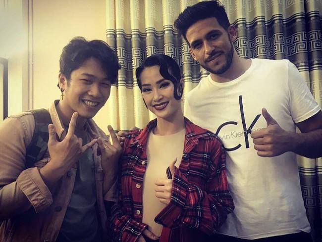 Người ấy là ai?: Fan dự đoán 99% Hương Giang sẽ chọn trai Tây vì bức ảnh này - Ảnh 7.