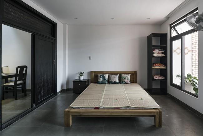 Ngôi nhà 43m² có thiết kế đặc biệt để tránh côn trùng và ô nhiễm ở Sài Gòn - Ảnh 11.