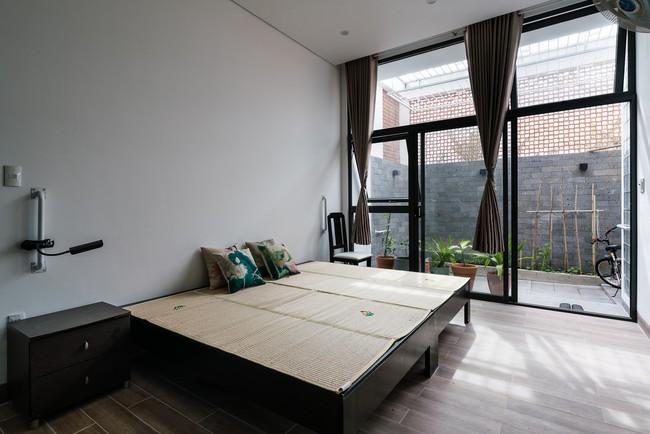 Ngôi nhà 43m² có thiết kế đặc biệt để tránh côn trùng và ô nhiễm ở Sài Gòn - Ảnh 10.