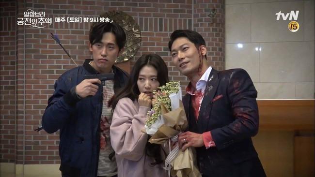 Tạm quên kết phim đáng phẫn nộ đi, Park Shin Hye trong hậu trường phim Ký ức Alhambra đáng yêu thế này đây - Ảnh 6.