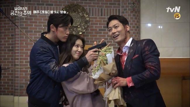 Tạm quên kết phim đáng phẫn nộ đi, Park Shin Hye trong hậu trường phim Ký ức Alhambra đáng yêu thế này đây - Ảnh 5.