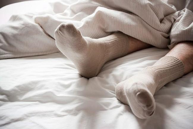 Bạn có biết rằng vào mùa đông, xỏ tất đi ngủ lại đem đến cho bạn nhiều lợi ích không ngờ thế này! - Ảnh 5.