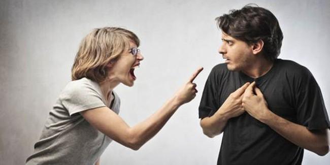 Đi ăn tiệc Tất niên về, chồng tiết lộ một bí mật khiến tôi điếng người mà không dám nói với ai - Ảnh 1.