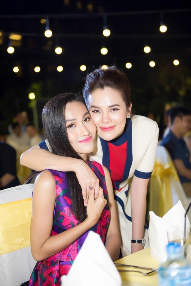 Hoa hậu từng gây sốt vì rửa chân cho chồng Phương Lê thân mật bên Bằng Kiều  - Ảnh 3.