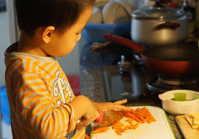 Không cần làm những món dặm cầu kì, người mẹ này chỉ làm 4 điều sau là bé luôn ăn ngon trong mọi bữa cơm - Ảnh 2.