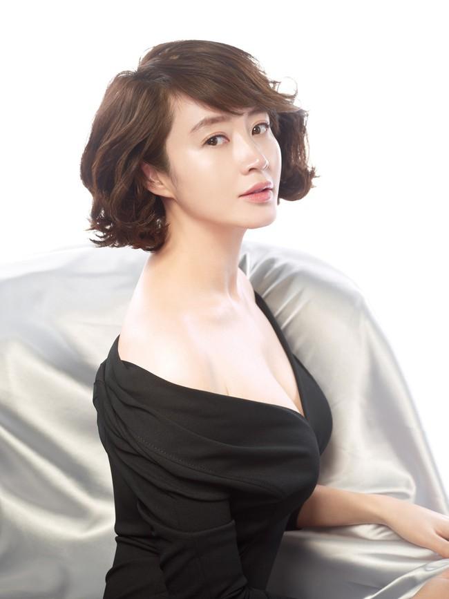 Dàn mỹ nhân sắc nước hương trời U40, U50 nhưng vẫn chọn cô đơn lẻ bóng của showbiz Hàn - Ảnh 1.