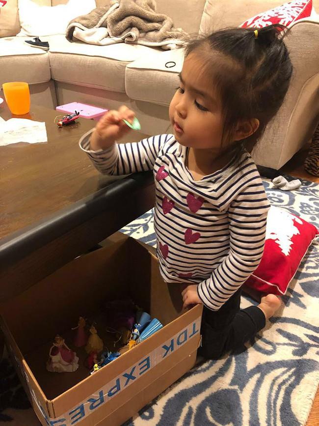 Bé mới 2,5 tuổi đã biết tự dọn đồ chơi, mẹ Việt ở Mỹ bật mí tuyệt chiêu cực độc để rèn con - Ảnh 6.